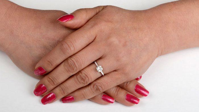 RJ222-1960s-Vintage-Engagement-Rings-on-Finger