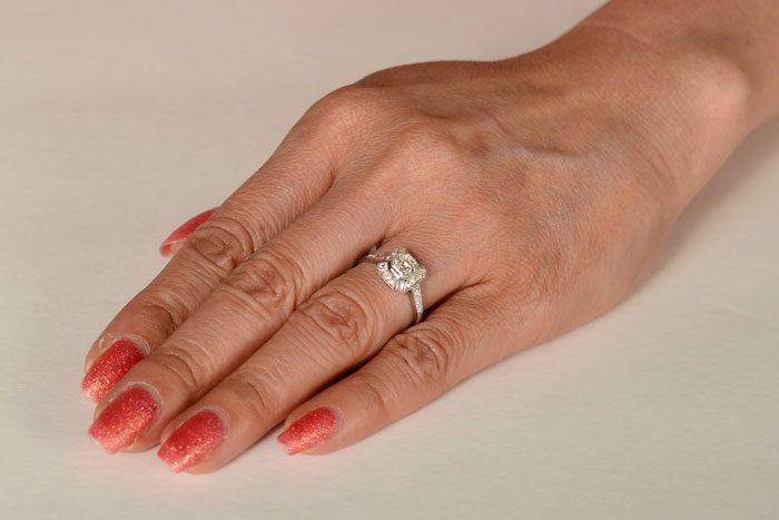 11652-on-Finger
