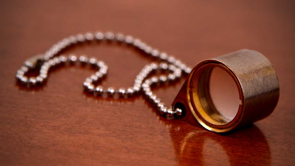 Loupe with chain