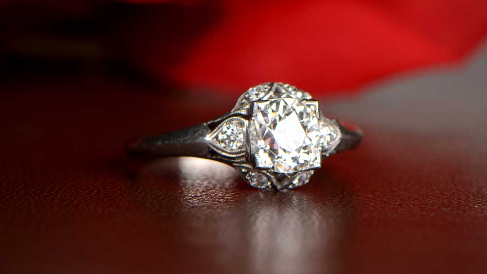 Where Should You Wear Your Wedding Ring Should You Wear Your Engagement Ring On Your Wedding Day