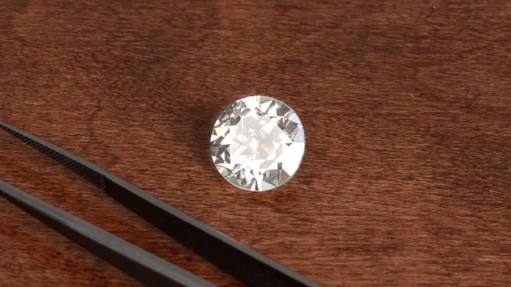 Loose Diamond with Tongs