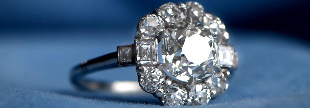 VS2 Clarity Diamond Engagement Ring