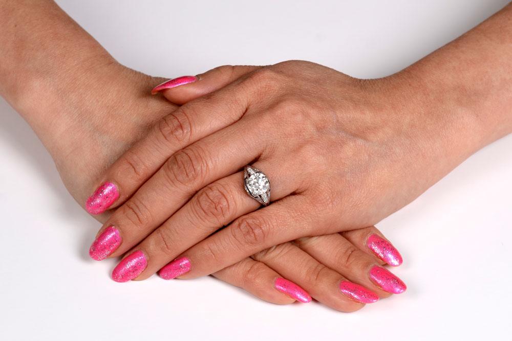 Colmar Ring on a Models Finger