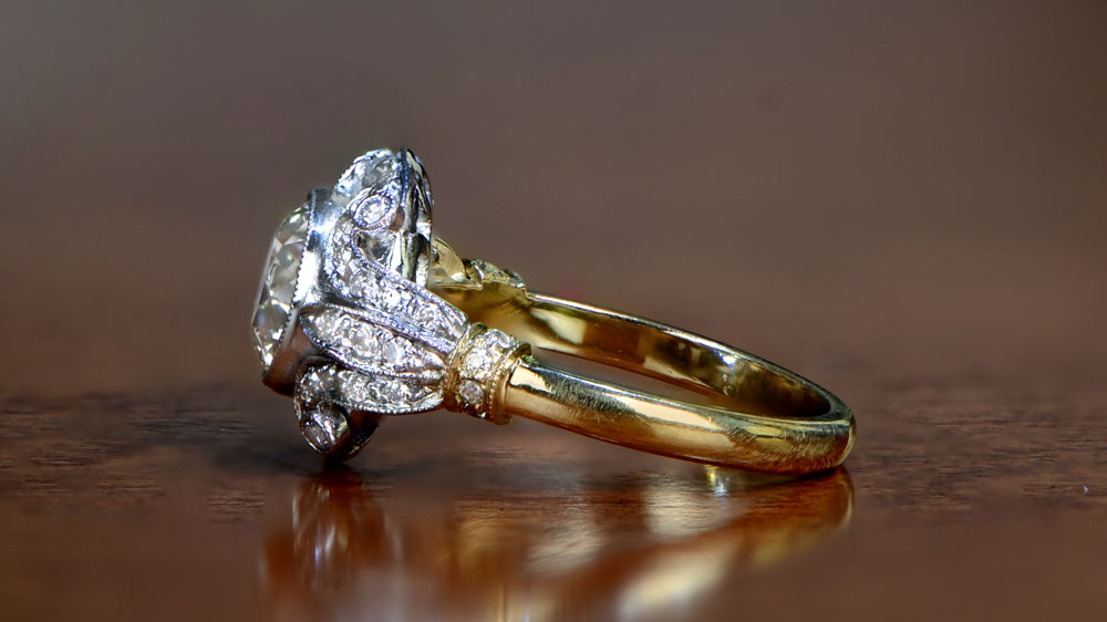 Yellow Gold Mounting with Diamond